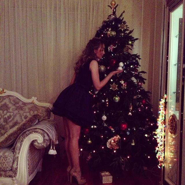 Евгения Власова Новый год 2015 ноги фигура фото