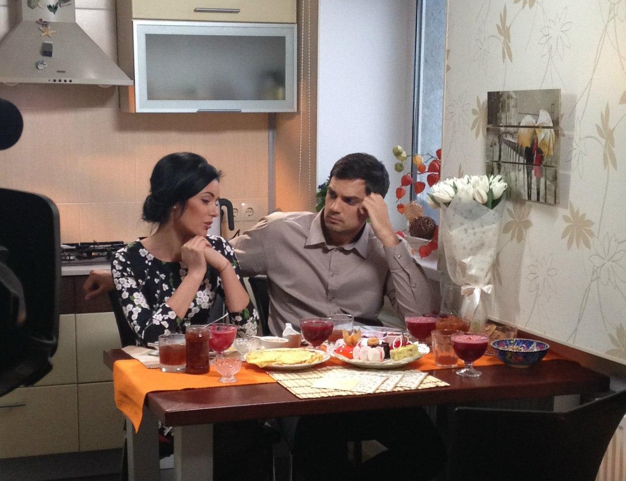 Смотреть Шоу Холостяк 4: чья семья не понравилась Константину Евтушенко (фото) видео