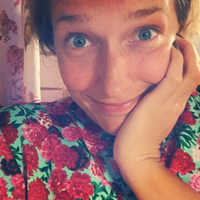 Катя Осадчая без макияжа в халате фото