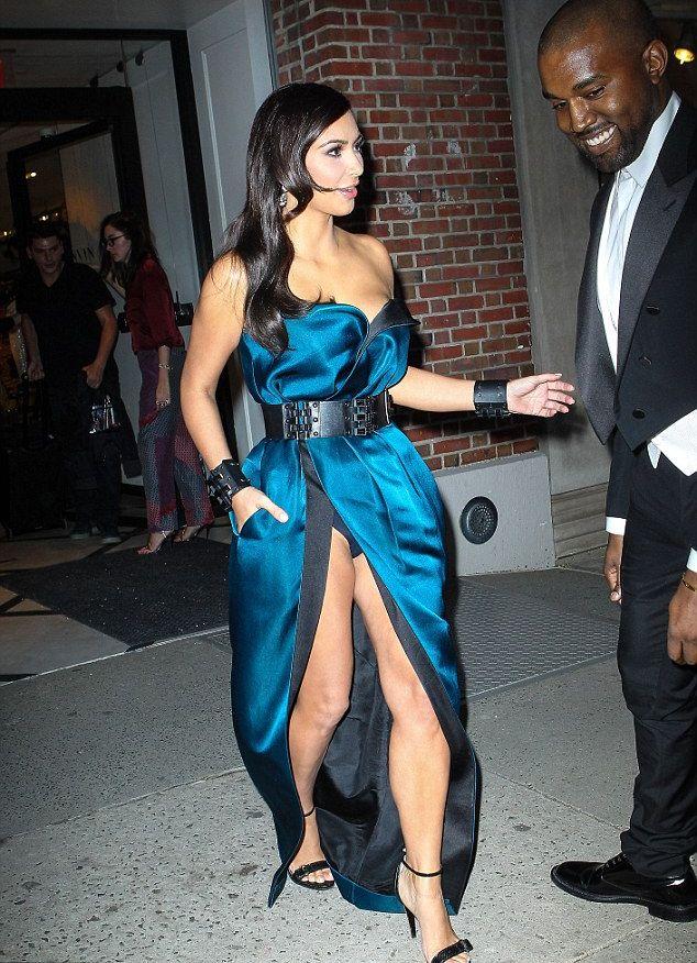Ким Кардашян ноги фигура нижнее белье