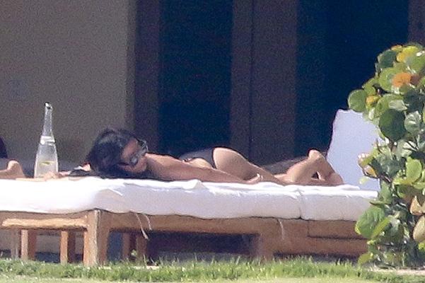 Ким Кардашян в бикини фото