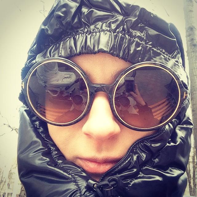 Маша Ефросинина на прогулке фото