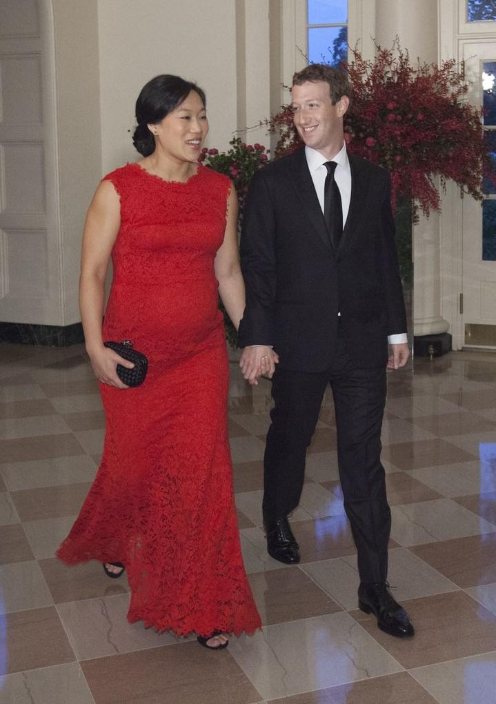 Марк Цукерберг выложил фотографии беременной жены