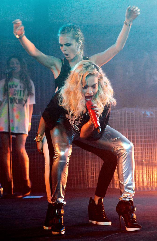 Каре Делевинь - 23: топ-5 безумных выходок английской красотки