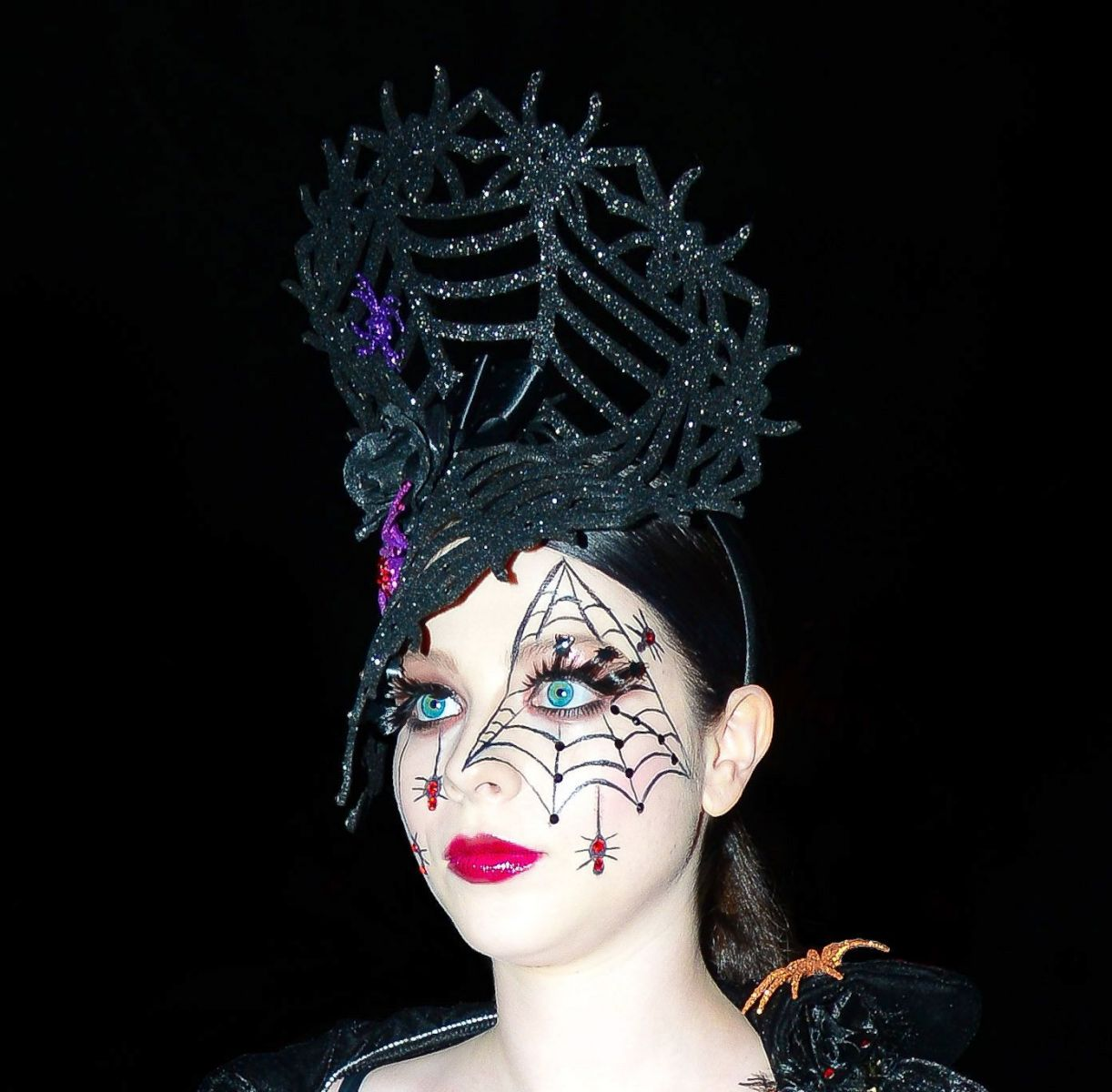 Как смыть грим и снять макияж после Хэллоуина: несколько хитростей картинки