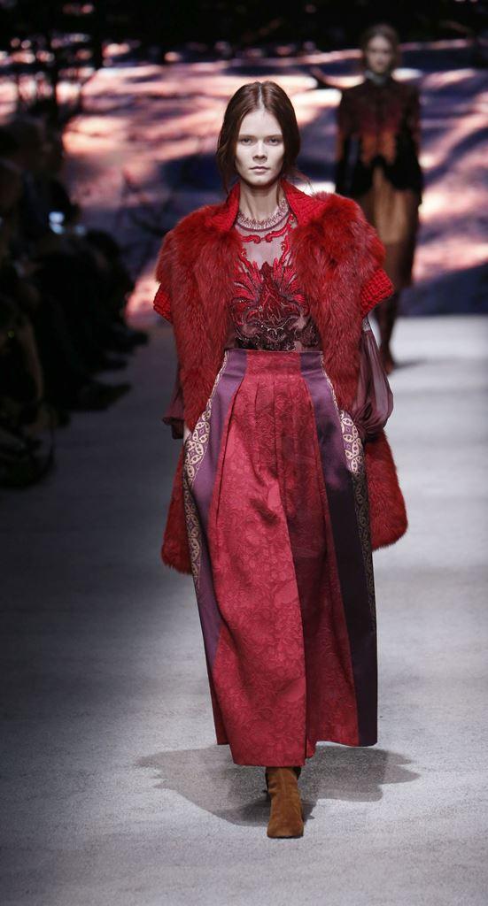мода осень 2015 модные тенденции красное платье