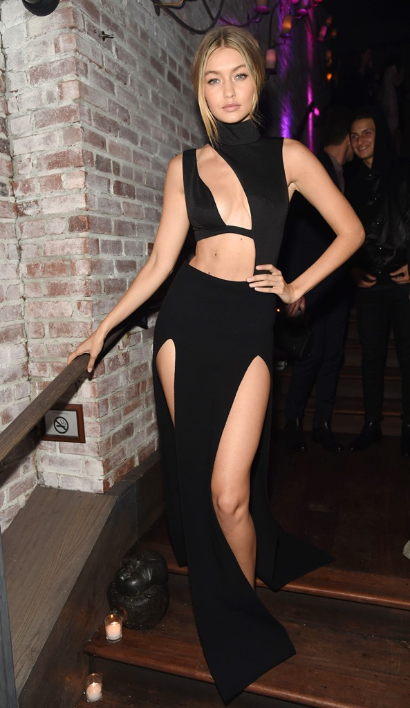Черное платье в полоску от шанель