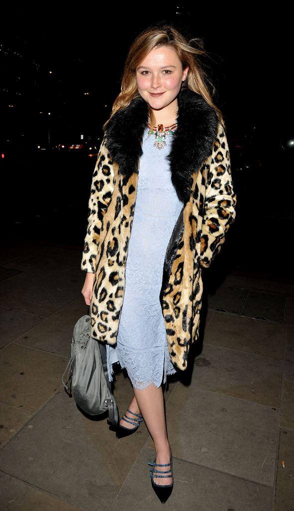зимнее пальто с меховым воротником 2016