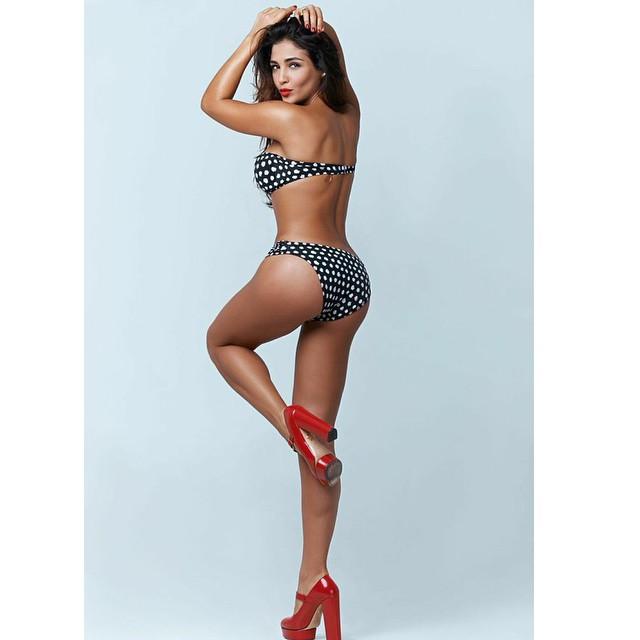 Санта Димопулос в бикини фото