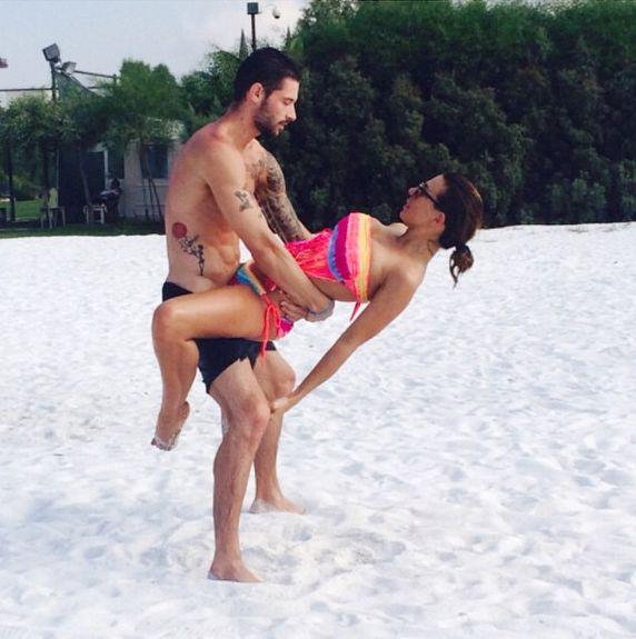 Анна Седокова в бикини с бойфрендом