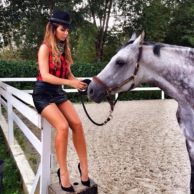 Анна Седокова ноги фото