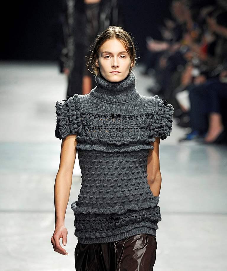 свитер с аранскими узорами
