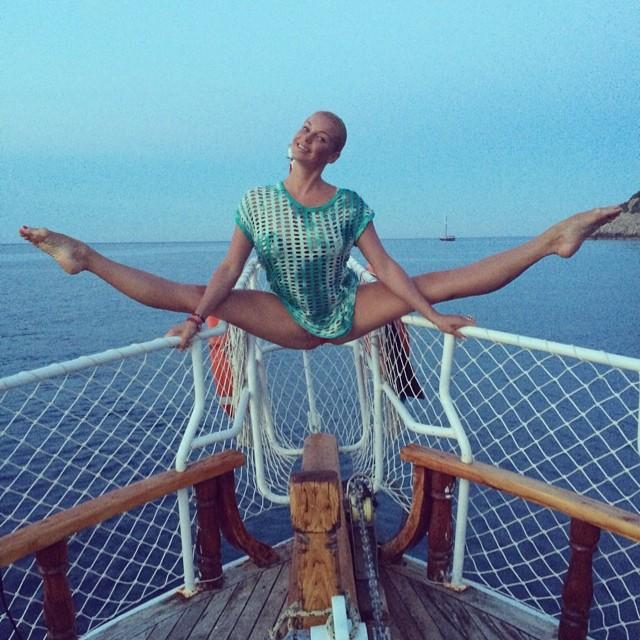 Анастасия Волочкова на отдыхе фото растяжка