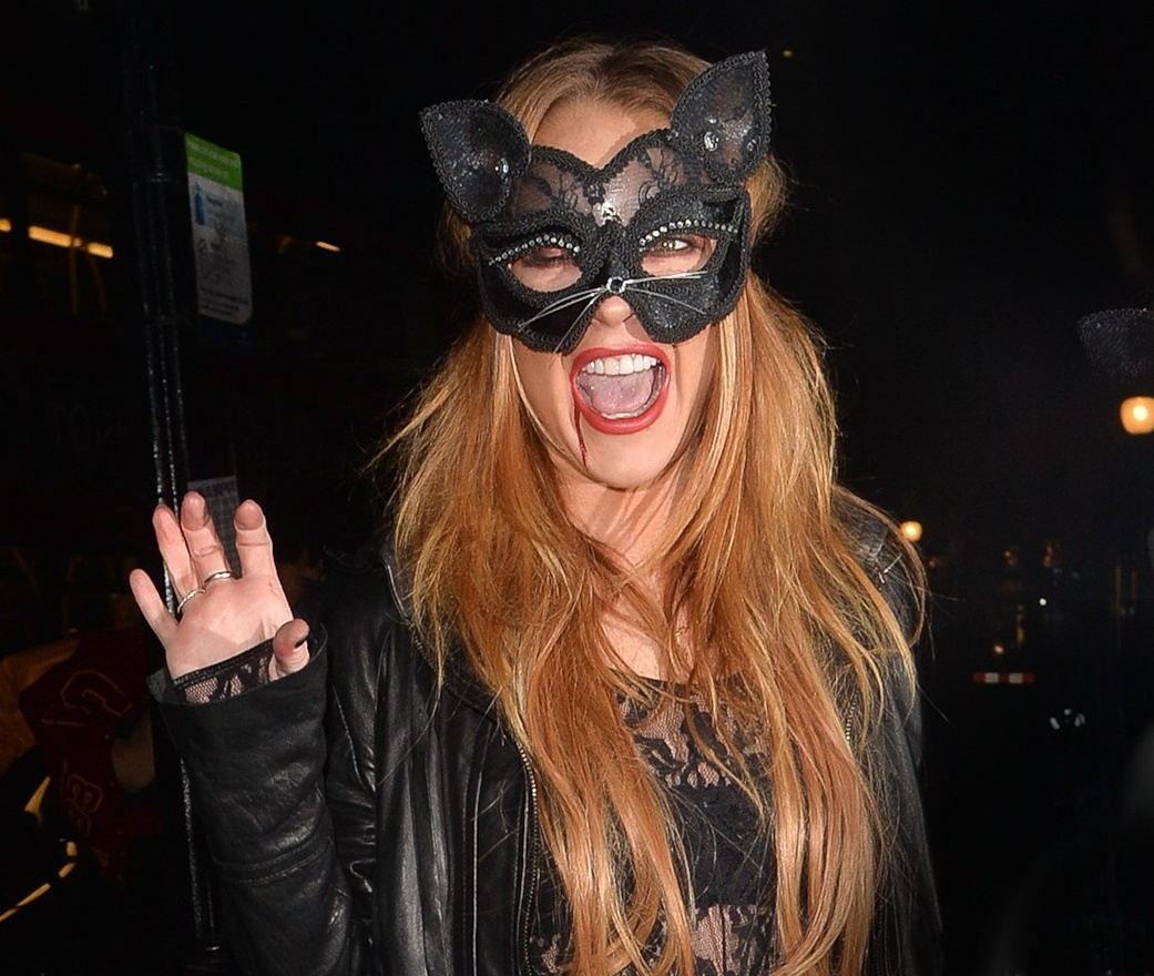Хеллоуин 2015: Линдси Лохан засветила креативный образ женщины-кошки - Фото