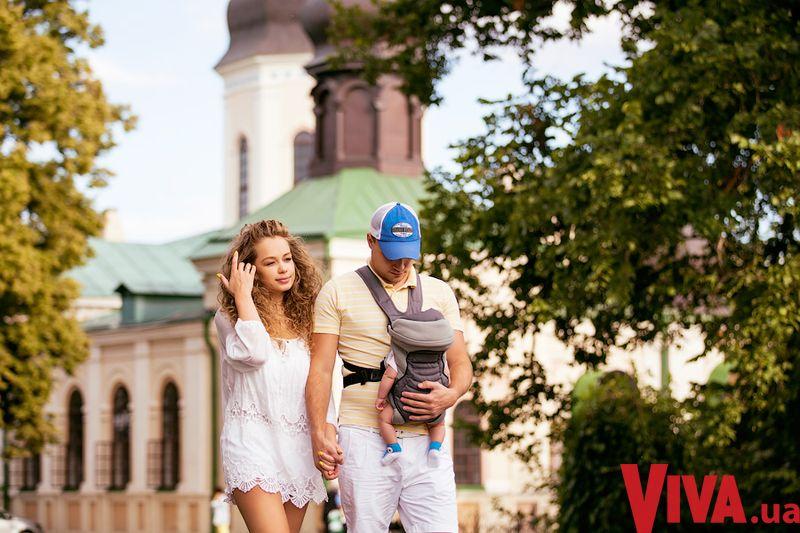 Яну Соломко с мужем и крошечной дочкой увидели в Киеве