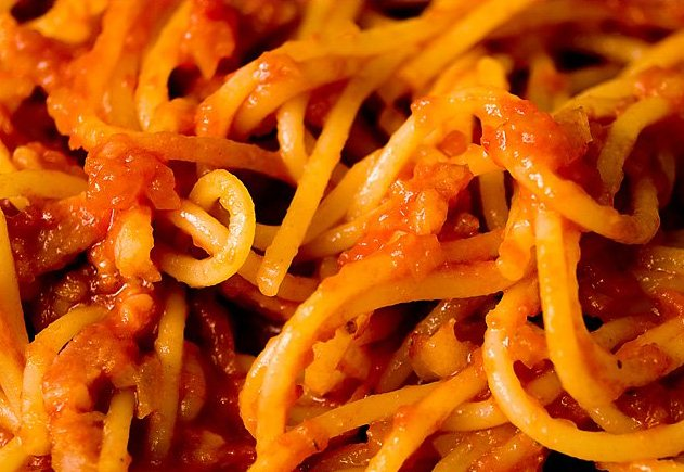 Рецепт дня с Ширатаки: Spaghetti с соусом Аматричана (пошаговый рецепт с фото)